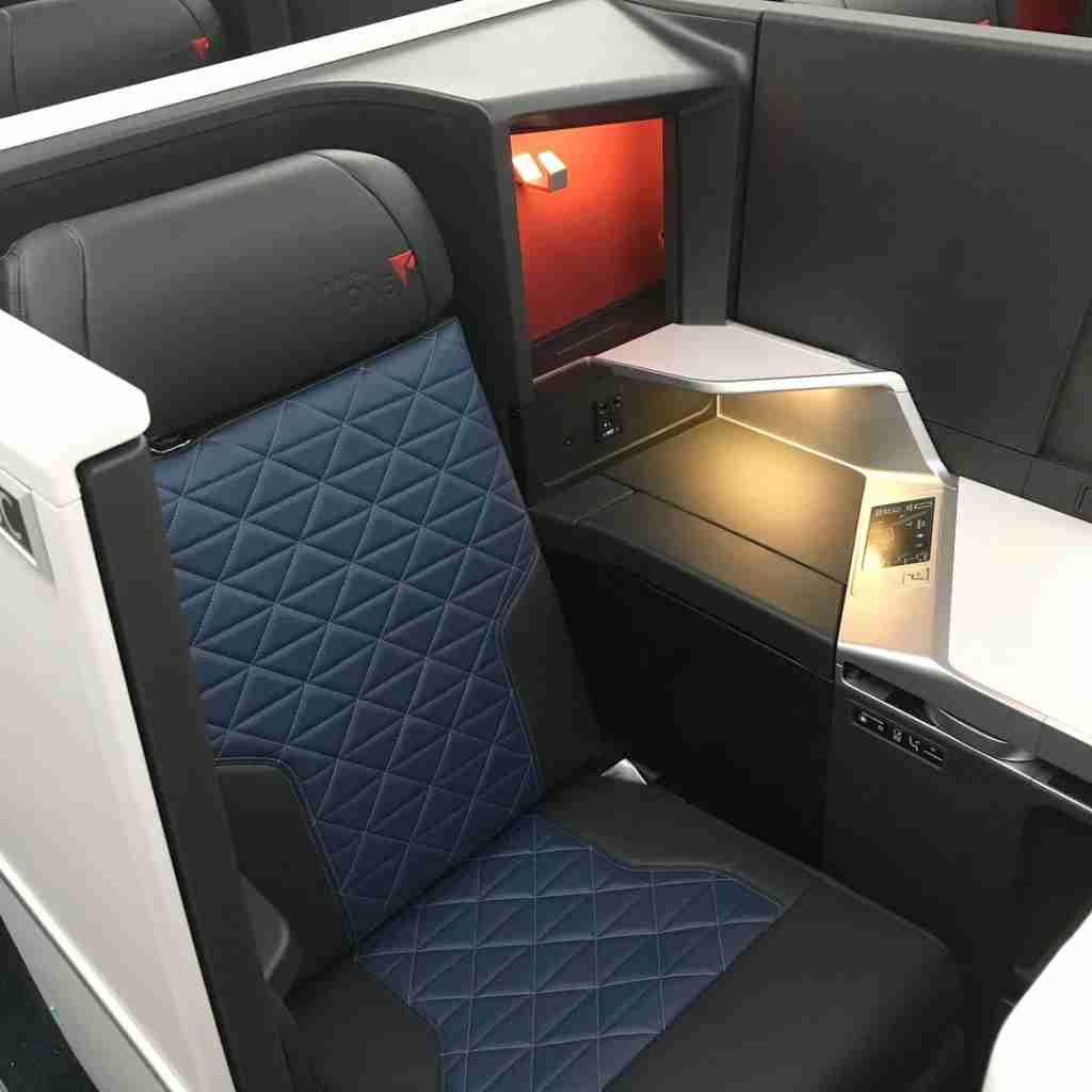 IMG-delta-one-suite-seat-a350