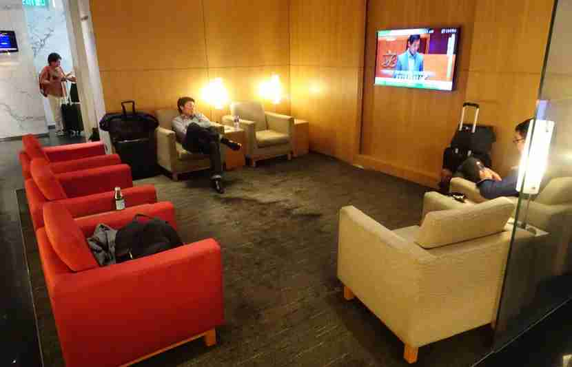 CX-A350-Bus-Arrivals-Lounge4