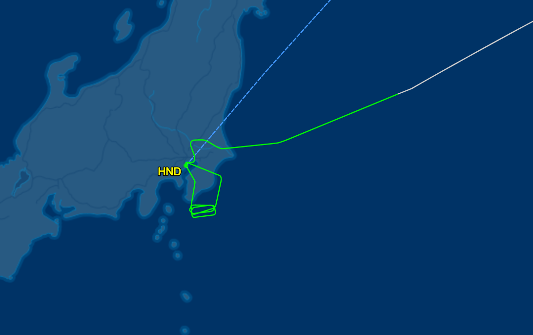 The track of flight JL6 showing the circling around HND before its emergency landing. (Image from Flightaware)
