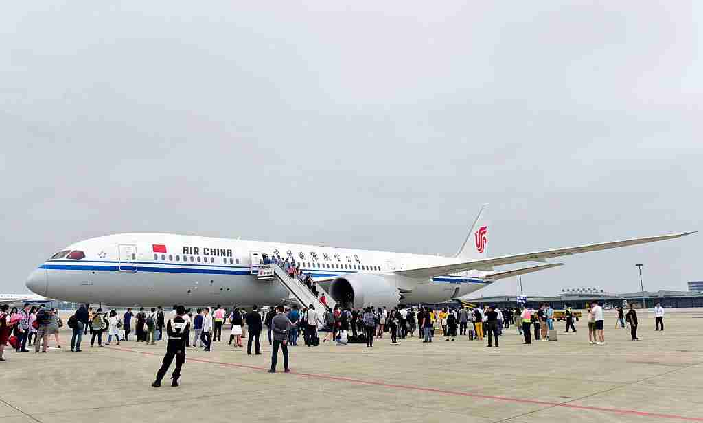CHENGDU, CHINA - MAY 26: (CHINA OUT) The image shows the Boeing 787-9 Dreamliner at Chengdu Shuangliu International Airport on May 26, 2016 in Chengdu, Sichuan Province of China. China