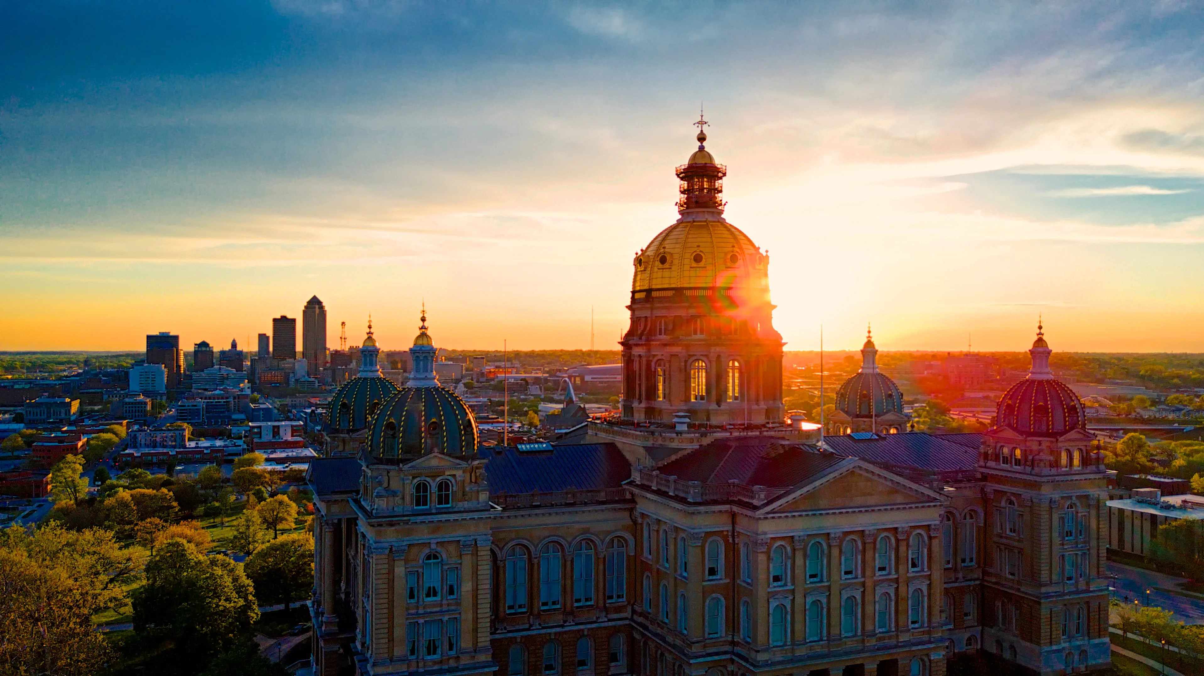 Sunset over the Iowa capitol in Des Moines