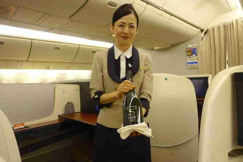 JAL first class Salon