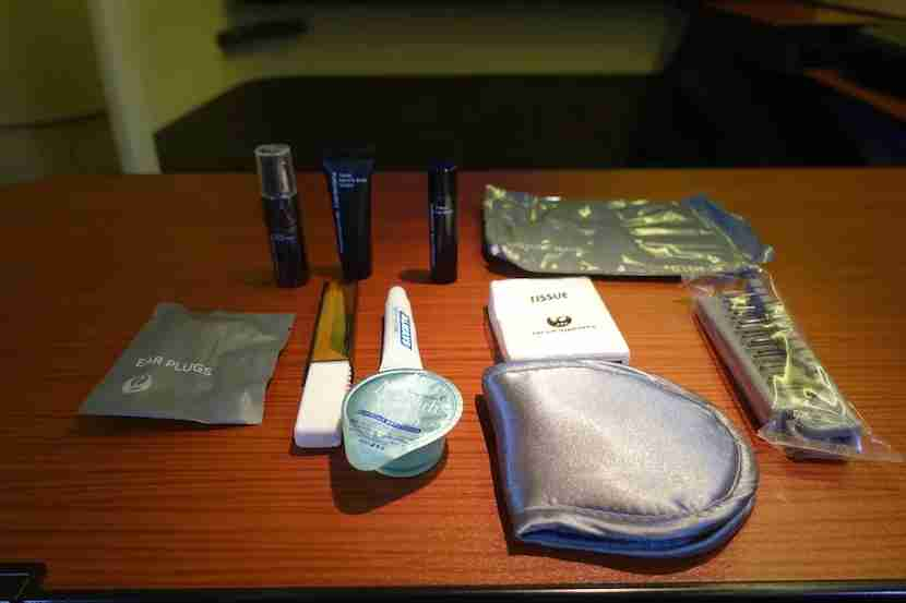 JAL first class amenity kit contents