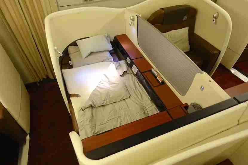 JAL first class bed 4