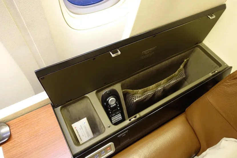 JAL first class cubby 1