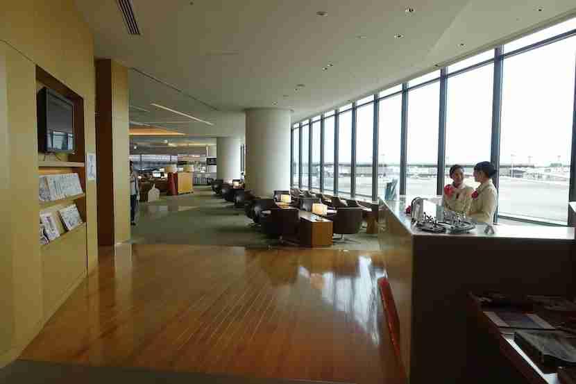 JAL lounge sakura