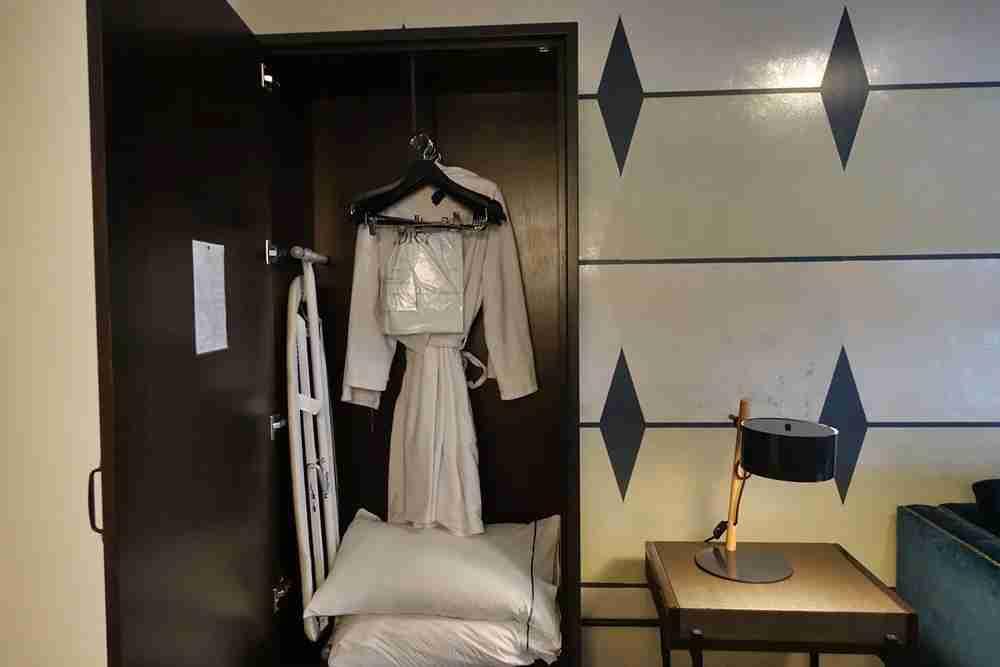 Suite wardrobe