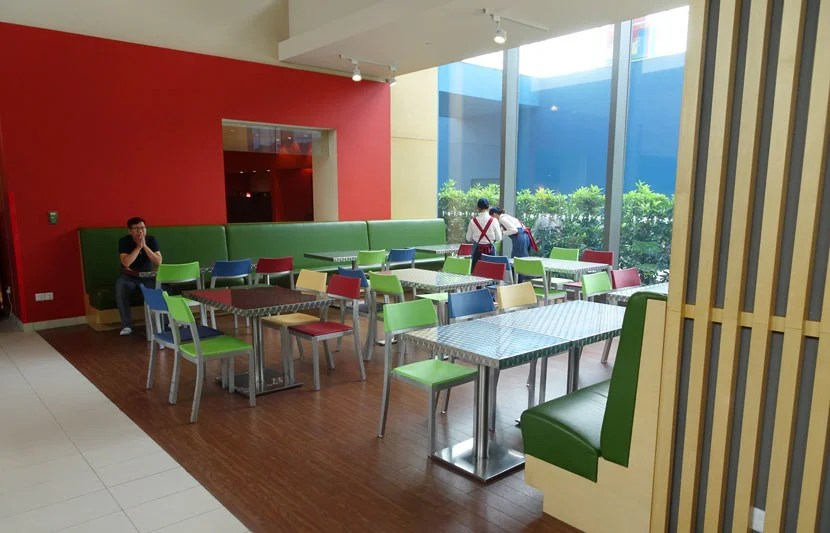 Toy-Story-Hotel-dining3