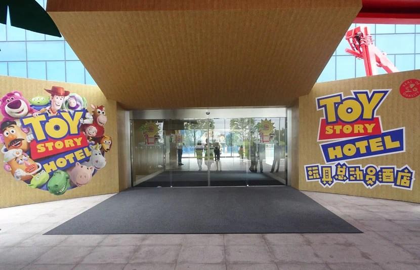Toy-Story-Hotel-lobby3