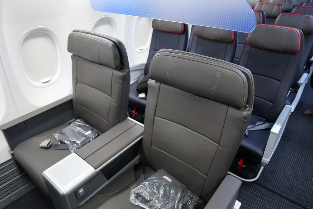 Reversing Its Decision To Install Some Economy Seats With 29 Inch Pitch American Airlines Cut The Number Of Main Cabin Extra From 36 30