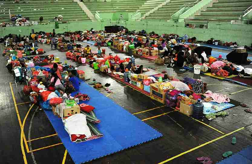Balinese stay the night at an evacuation centre after Mt. Agung volcano erupted for a second time within a week, at the Klungkung Regency. Photo by SONNY TUMBELAKA/AFP/Getty Images