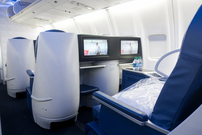 Delta 757-200 (Delta One cabin)