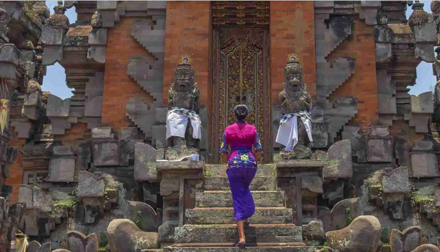 Immerse yourself in traditional Balinese culture with the help of The Ritz-Carlton