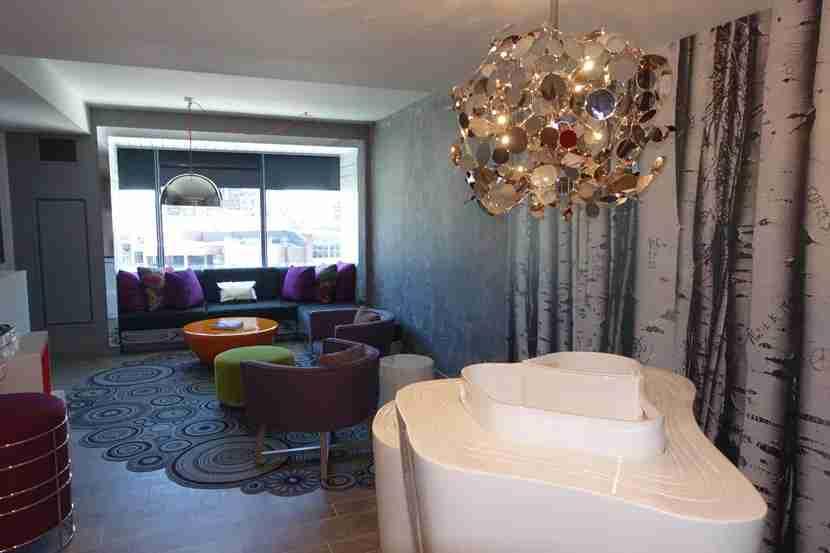 Fantastic-Suite-Livingroom
