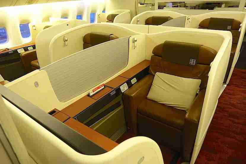Japan Airlines 777-300ER first class. Photo by Eric Rosen