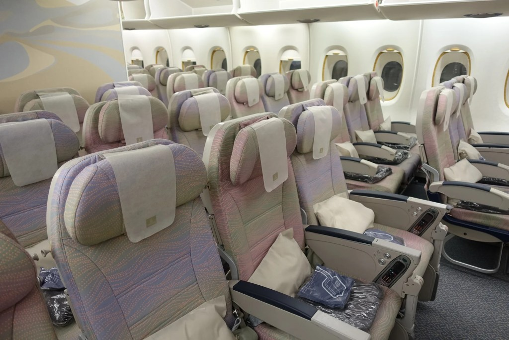 flying to europe with an entire economy row to yourself. Black Bedroom Furniture Sets. Home Design Ideas