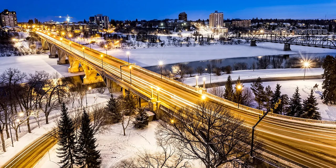 The Broadway Bridge and South Saskatchewan River in Saskatoon, Canada on a cold winter night. (Photo by sprokop / Getty Images)