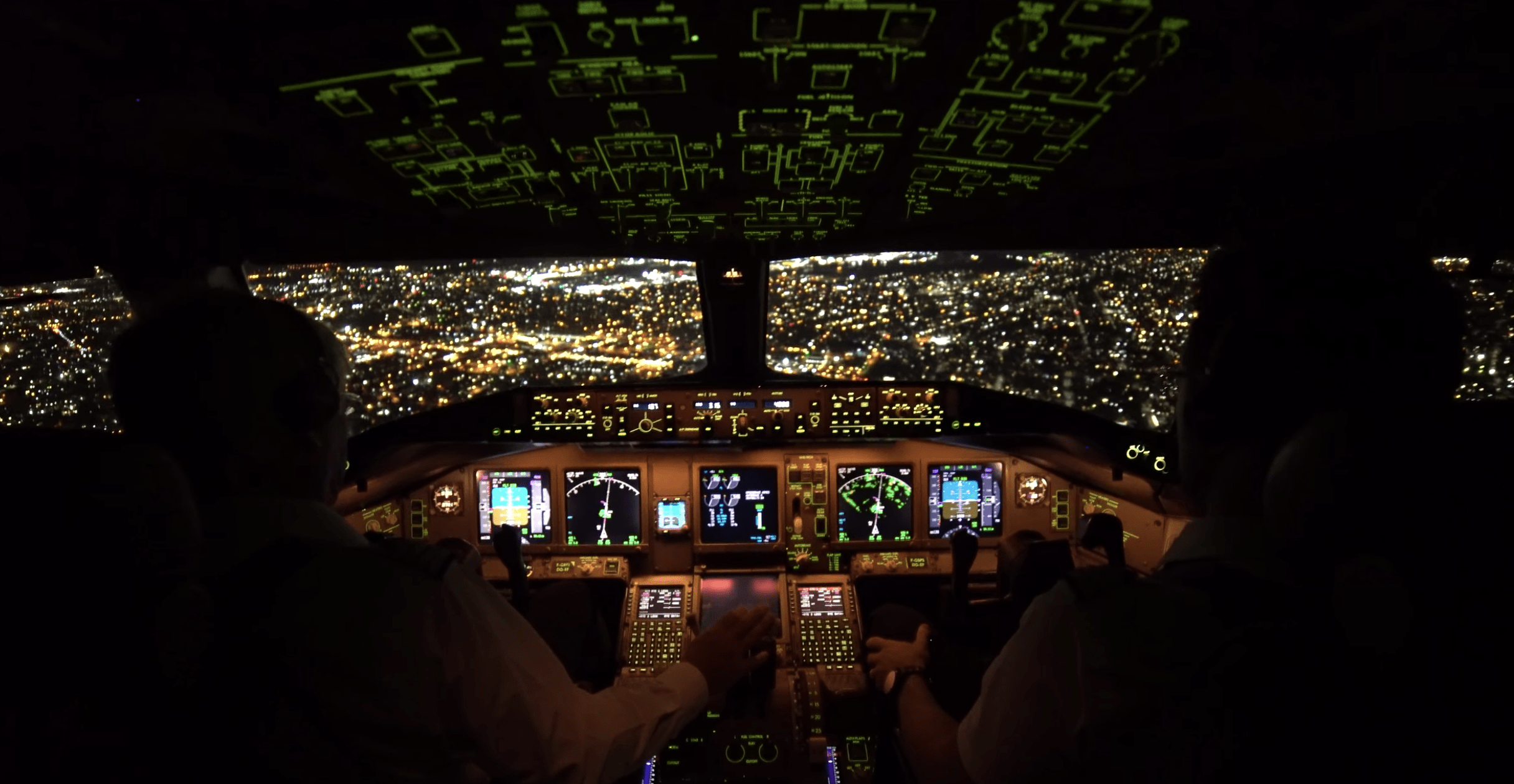 This Beautiful Video Shows What It's Like to Land a Boeing 777 in New York City