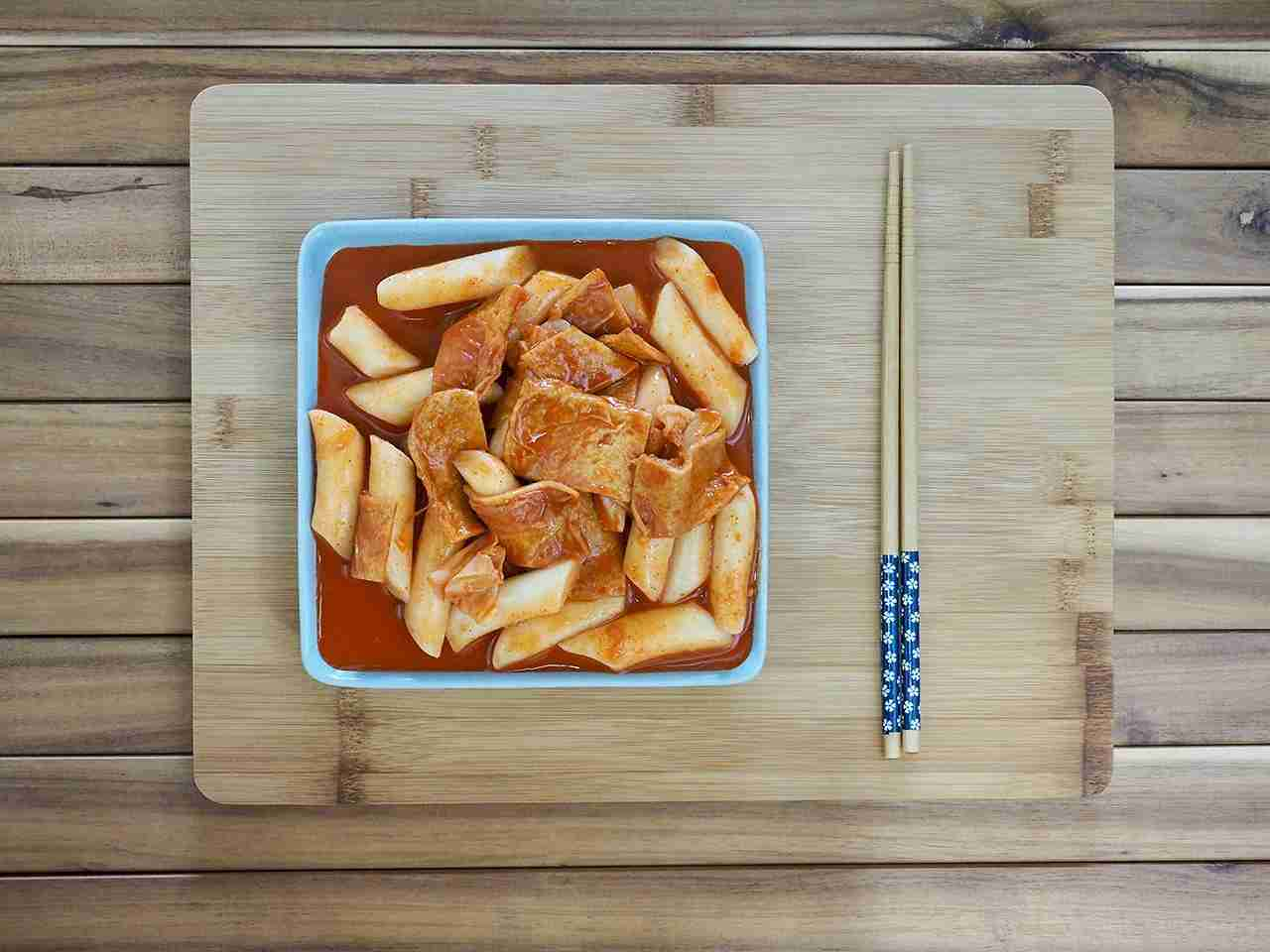 Try a traditional Korean dish of tteokbokki. (Photo by SUNGSU HAN/Getty Images)