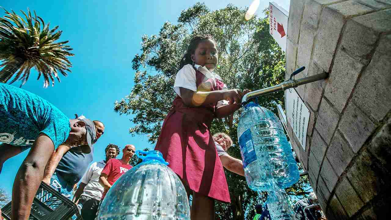Cape Town residents queue to refill water bottles at Newlands Brewery Spring Water Point on January 30, 2018 in Cape Town, South Africa. (Photo by Morgana Wingard/Getty Images)