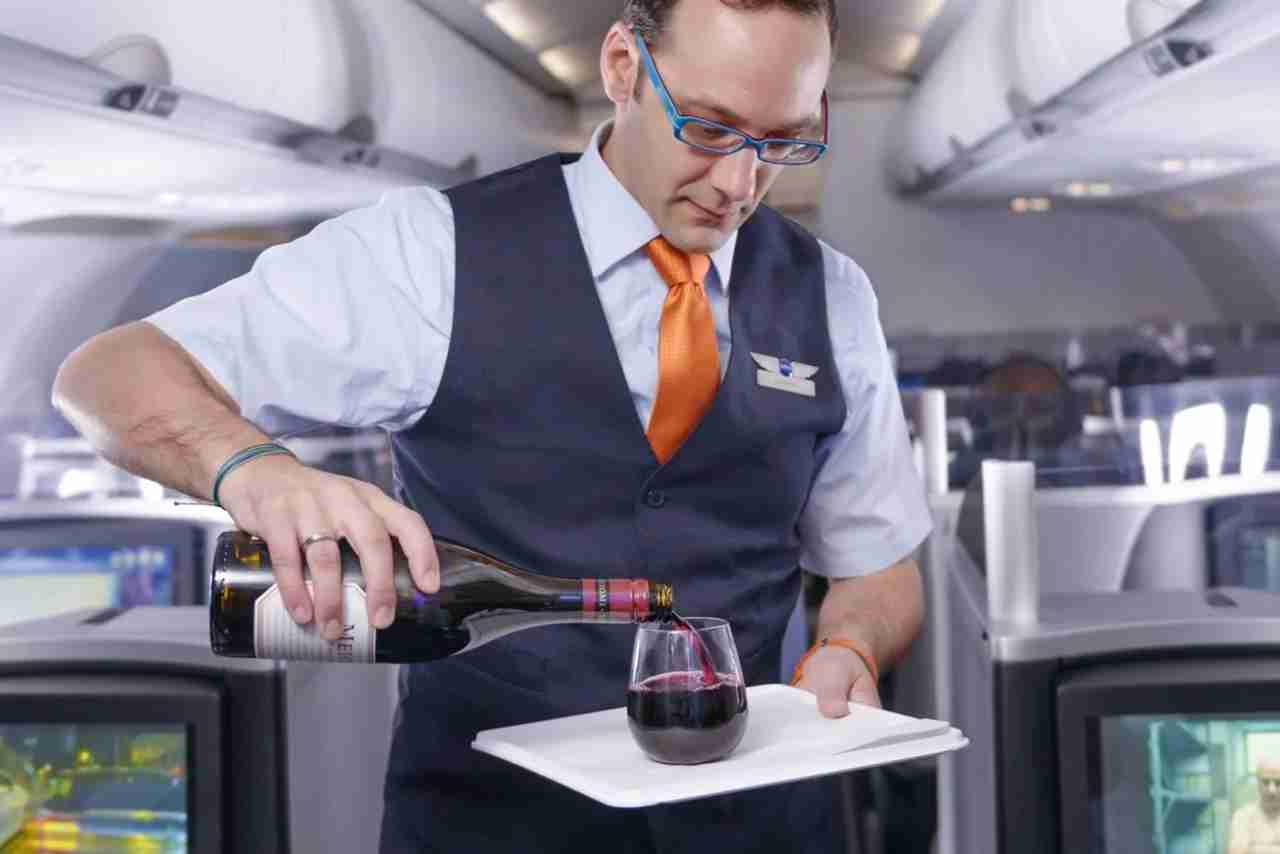 Bottoms up! Mosaic members get free drinks on every flight. Image courtesy of JetBlue. (Photo courtesy JetBlue)