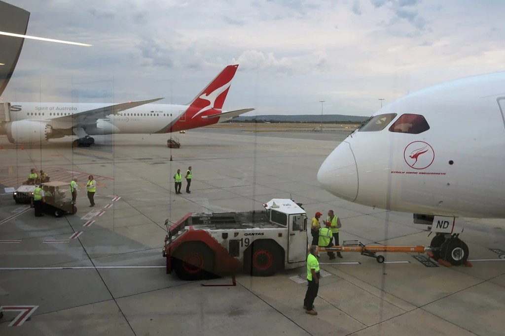 on sale 46308 13b40 12 Fascinating Facts About Qantas Inaugural Perth-London Flight