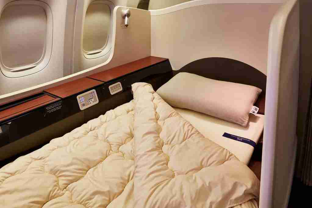 airweave products in JAL First Class.