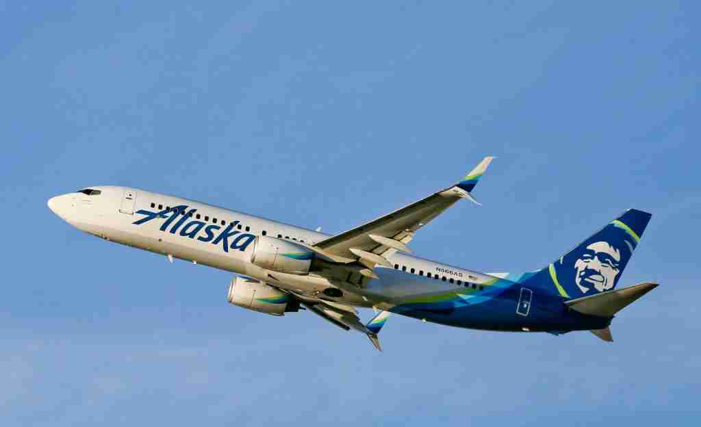 LOS ANGELES, CA - FEBRUARY 06: Alaska Airlines Boeing 737 departing LAX on February 06, 2017 in Los Angeles, California. (Photo by FG/Bauer-Griffin/GC Images)