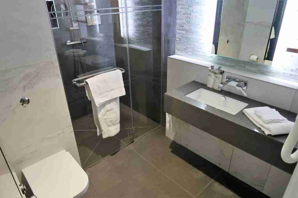 One of 30 shower suite at the American Airlines Arrivals Lounge in London Heathrow. Image by JT Genter / TPG