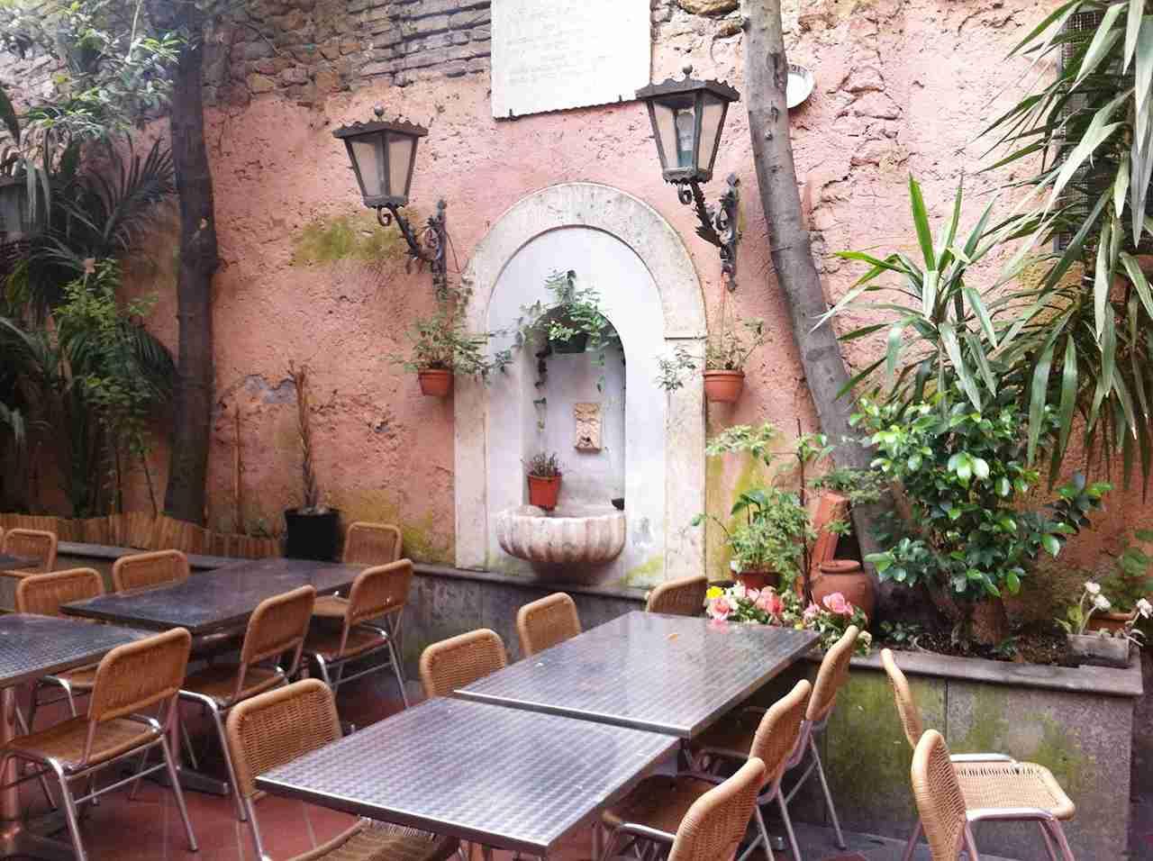 The outdoor patio of Checco er Carettiere Restaurant. (Photo courtesy of Checco er Carettiere)