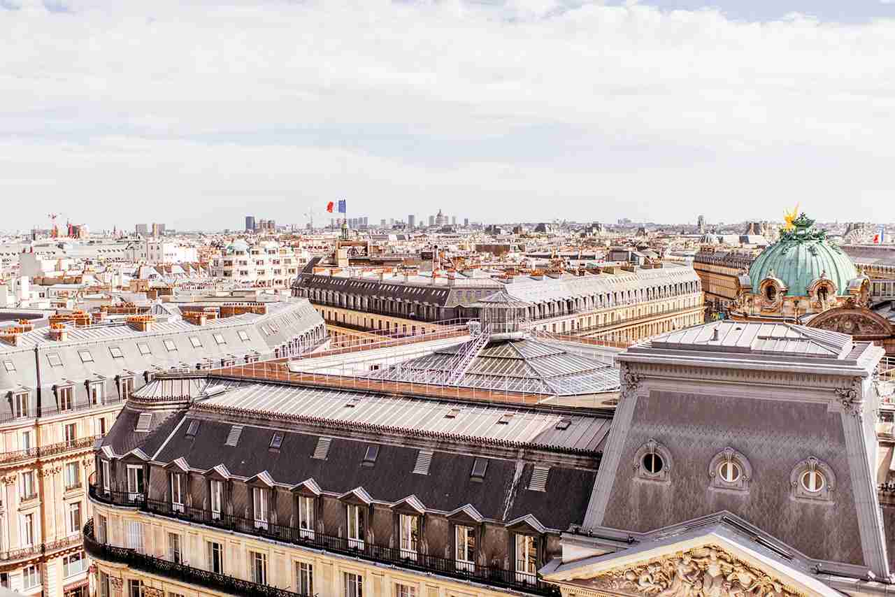 Paris is beautiful all year long. (Photo by RossHelen / Getty Images)