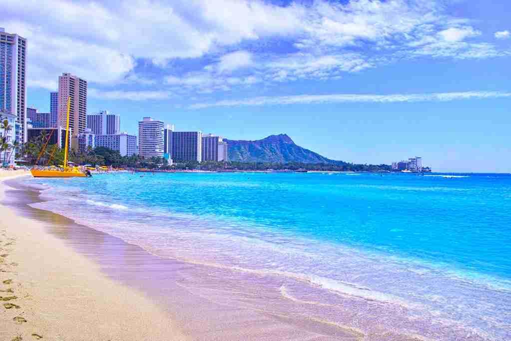 Waikiki Beach, Oahu. (Photo by 7maru / Getty Images)
