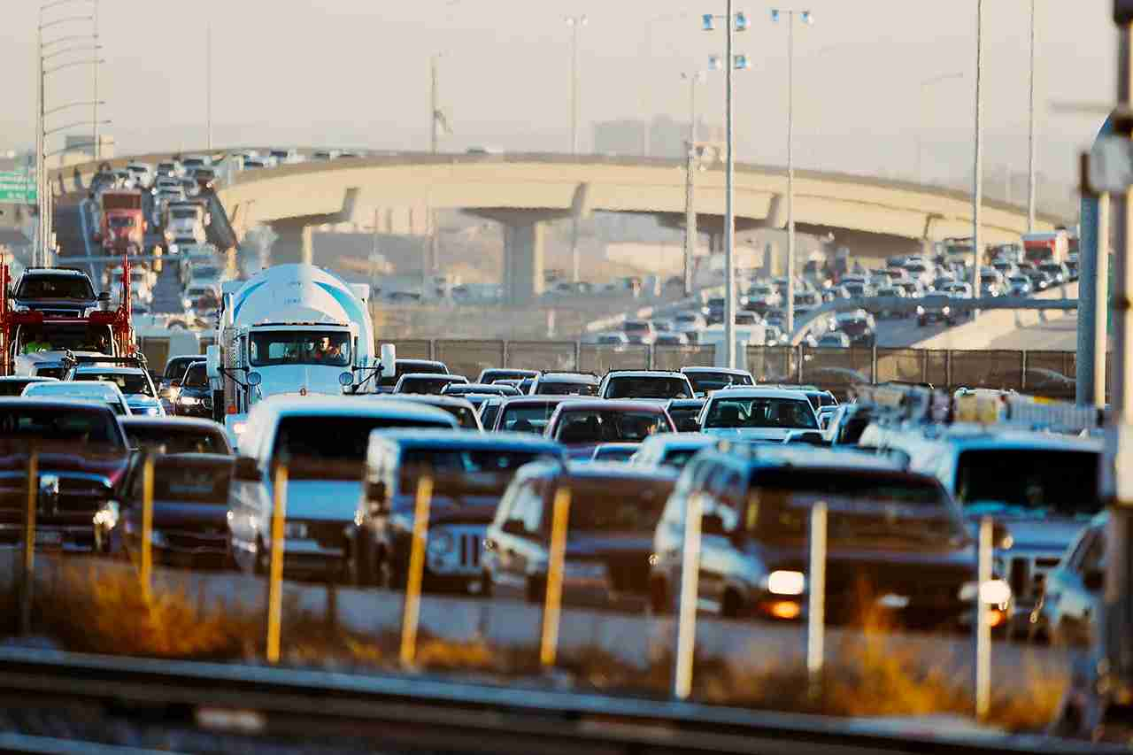 DENVER, CO - NOVEMBER 30: Traffic builds up on I-25 at Alameda on November 30, 2017 in Denver, Colorado. (Photo by John Leyba/The Denver Post via Getty Images)