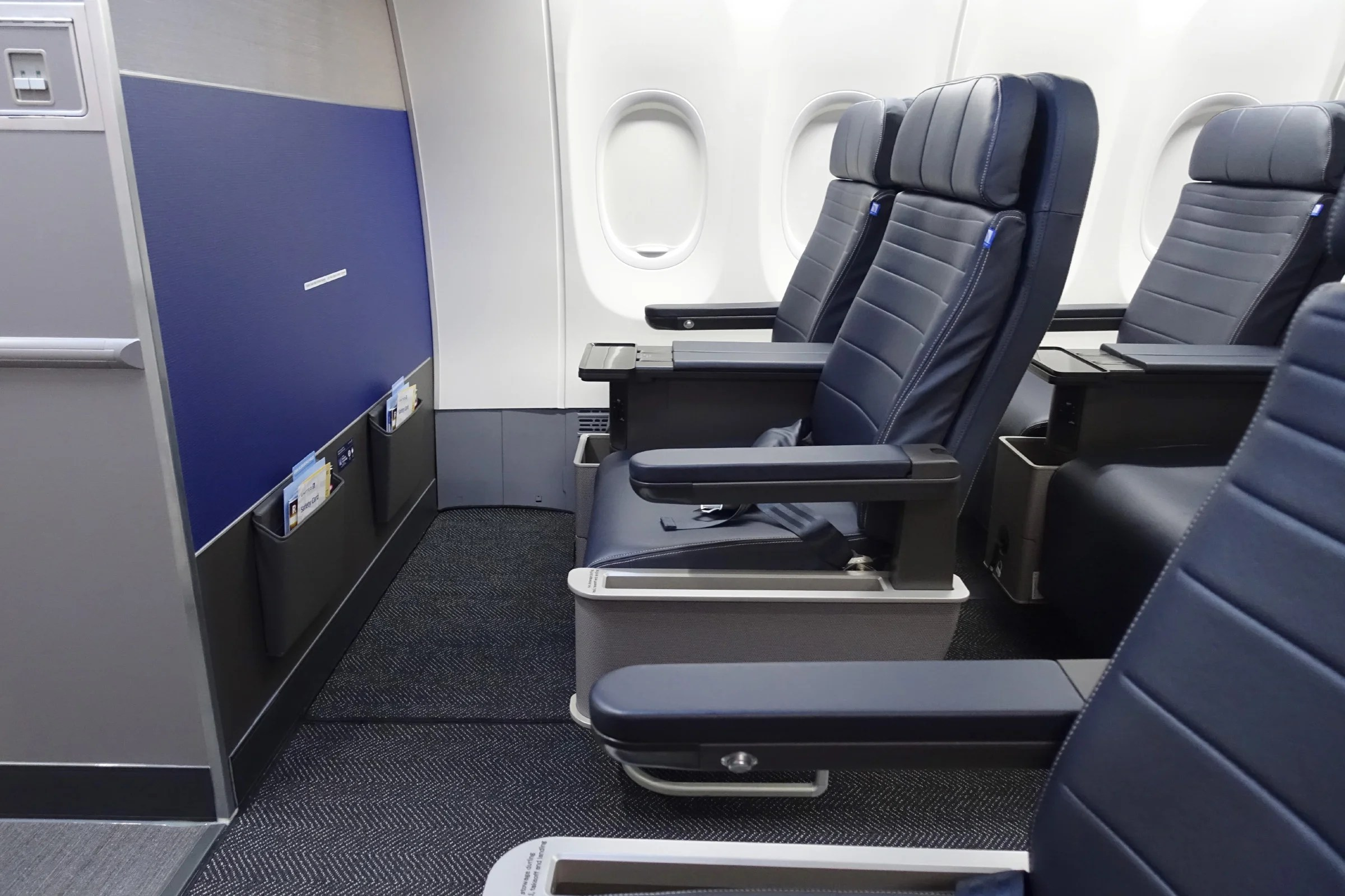 ICYMI: American Airlines Executive Tweets About United First Class Experience