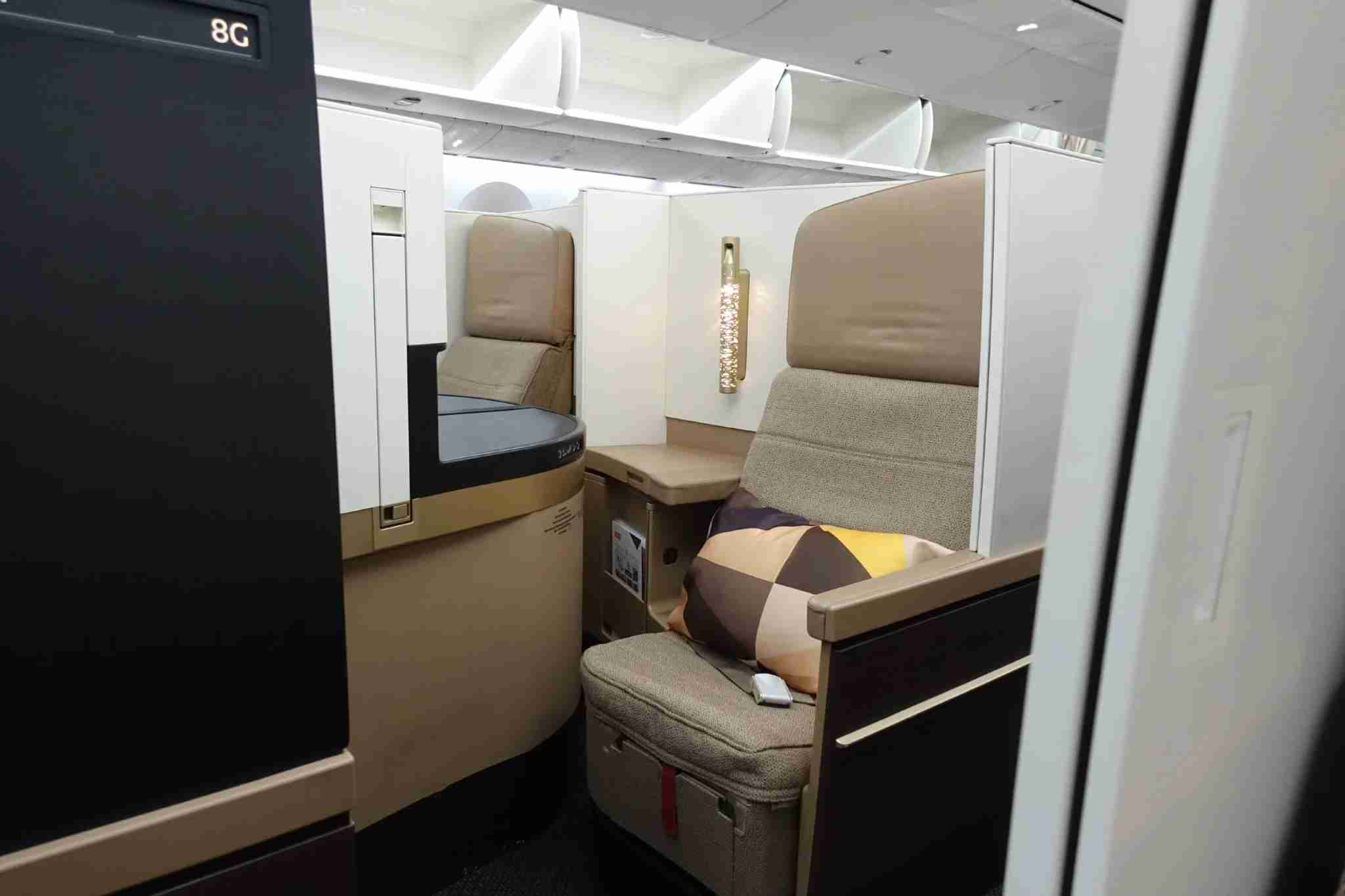 Etihad 787 Business Class. Image by Zach Honig / The Points Guy