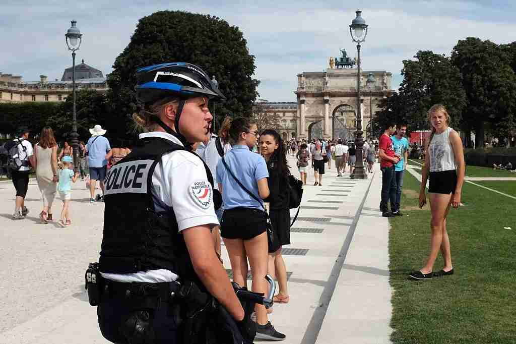 A French police officer patrols in the Tuileries gardens in Paris on August 5, 2015 during a crackdown on pickpockets and street scammers targeting mostly tourists. AFP PHOTO / MIGUEL MEDINA (Photo credit should read MIGUEL MEDINA/AFP/Getty Images)
