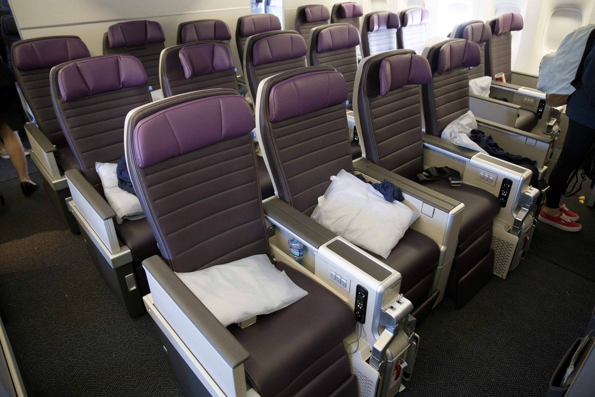 Review United S New Premium Plus Seat On The 777 200