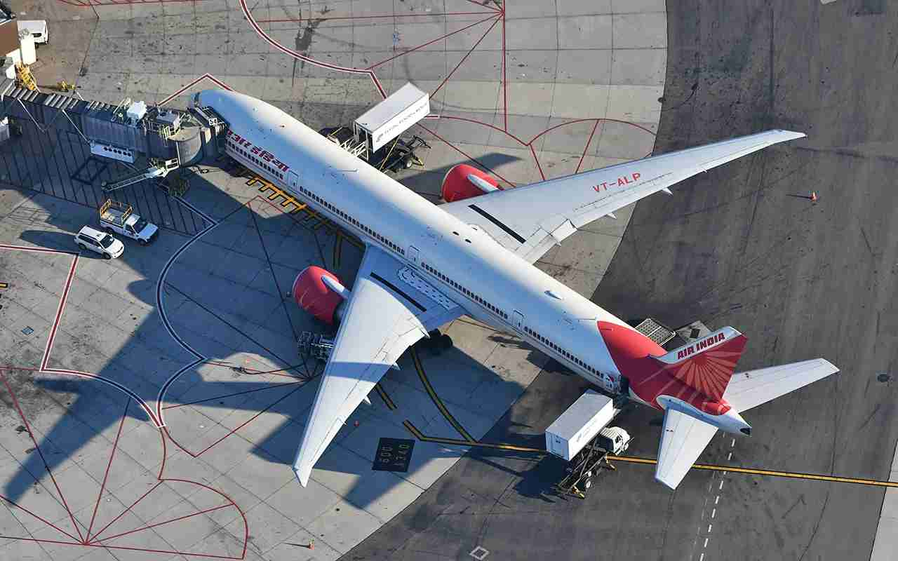 An Air India 777 parked at Newark with catering trucks around it (Photo by Alberto Riva / The Points Guy)