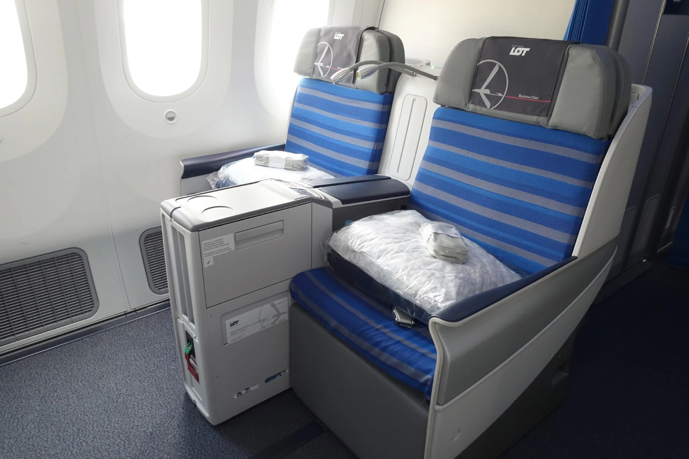 Flying a Month-Old Dreamliner: LOT 787-9 Business Class Review