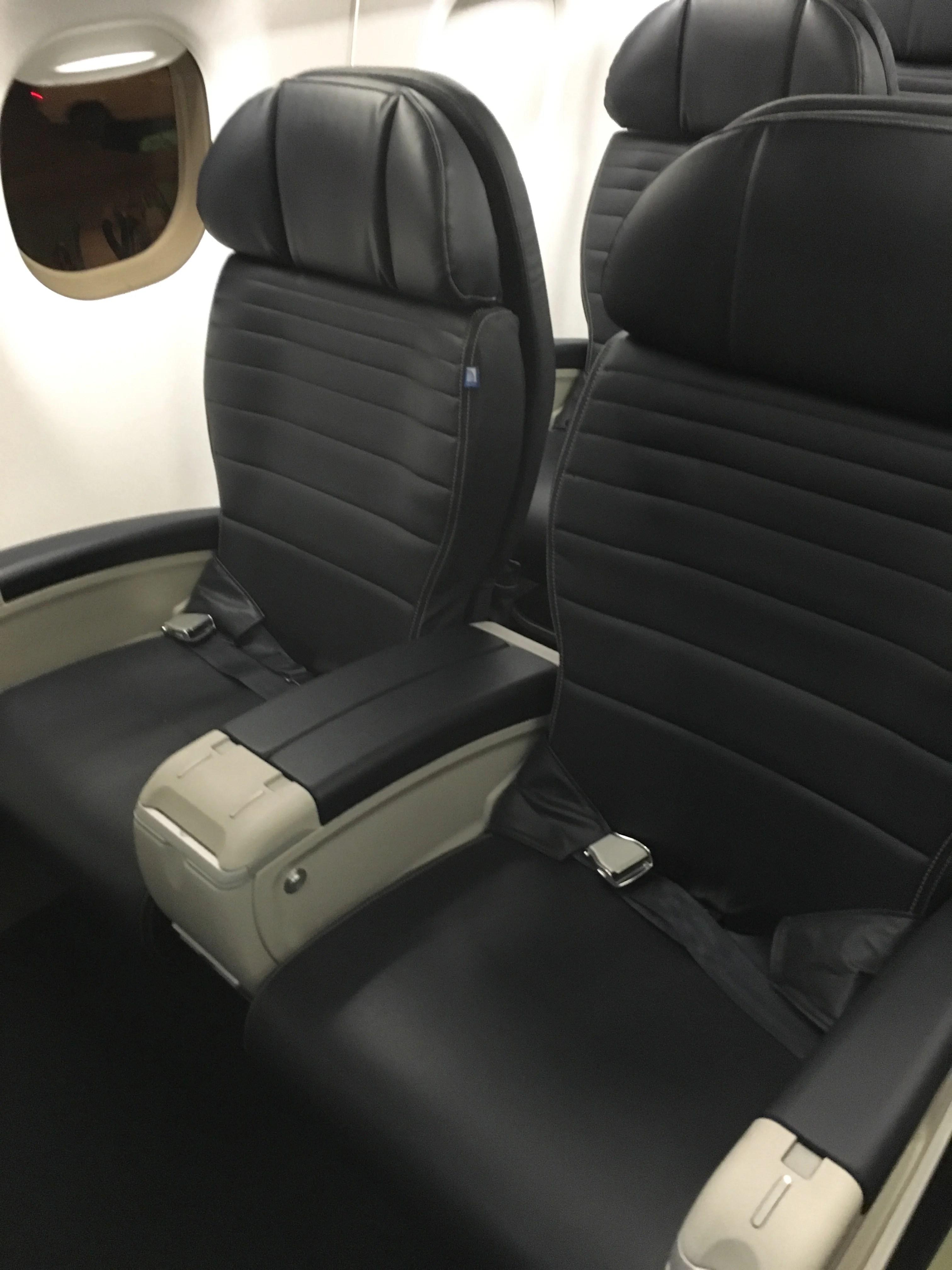 Embraer 175 Delta Under Seat Dimensions Brokeasshome Com