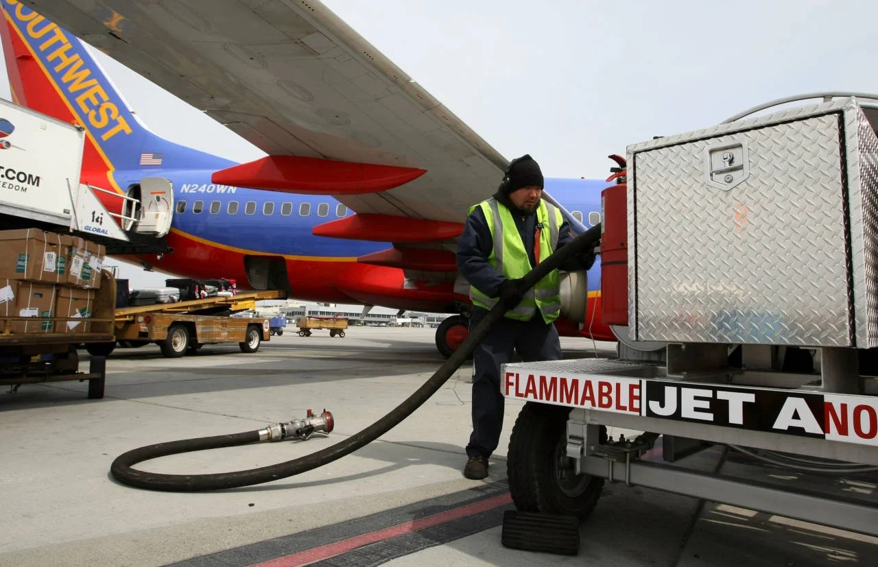 How Do Pilots Know How Much Fuel to Take on a Flight?