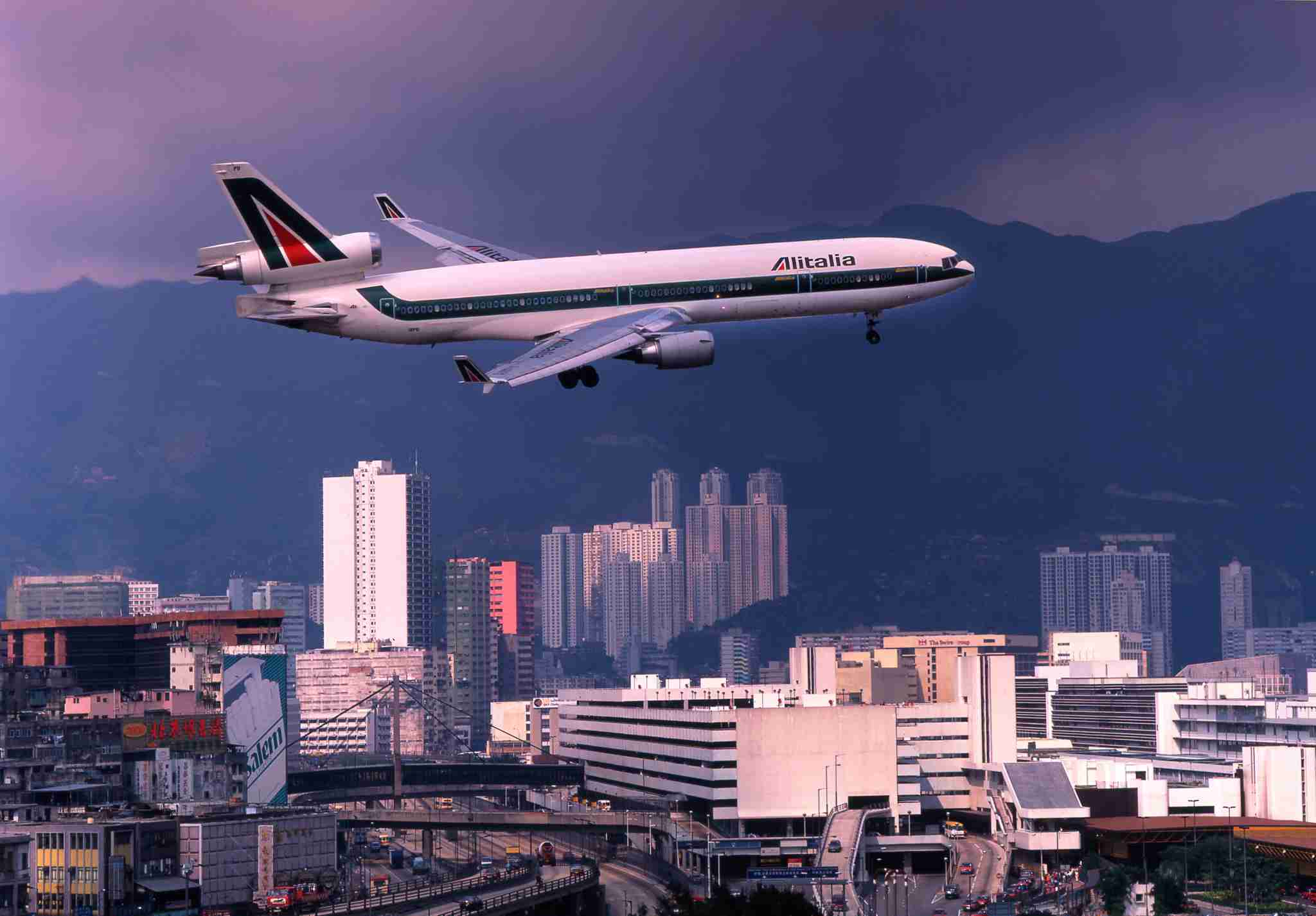 Alitalia Md-11 On Approach To Kai Tak Airport, Hong Kong, Asia. (Photo by: Education Images/UIG via Getty Images)