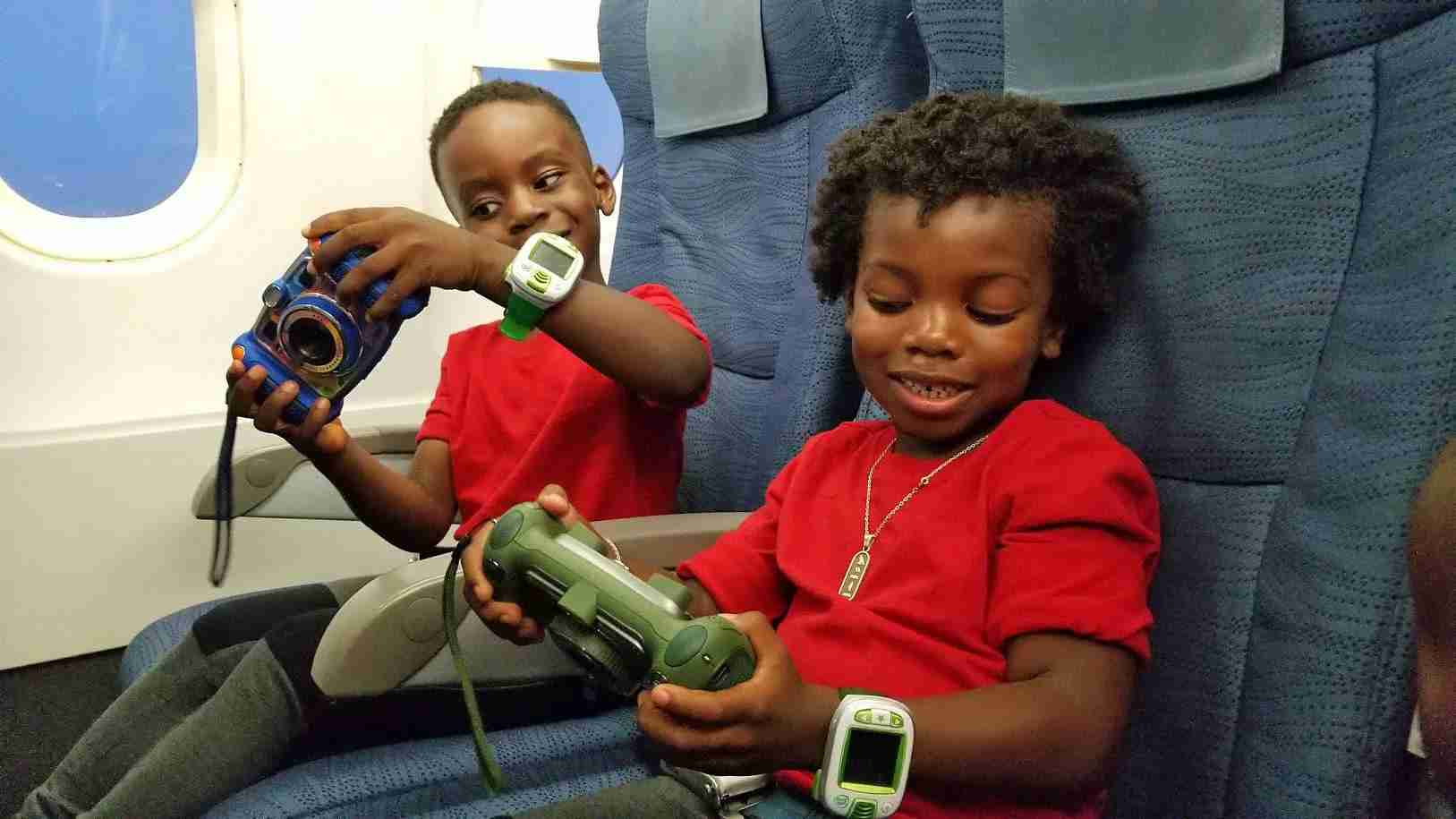Ten Ways To Keep Kids Entertained On Flights Without Tablets 5