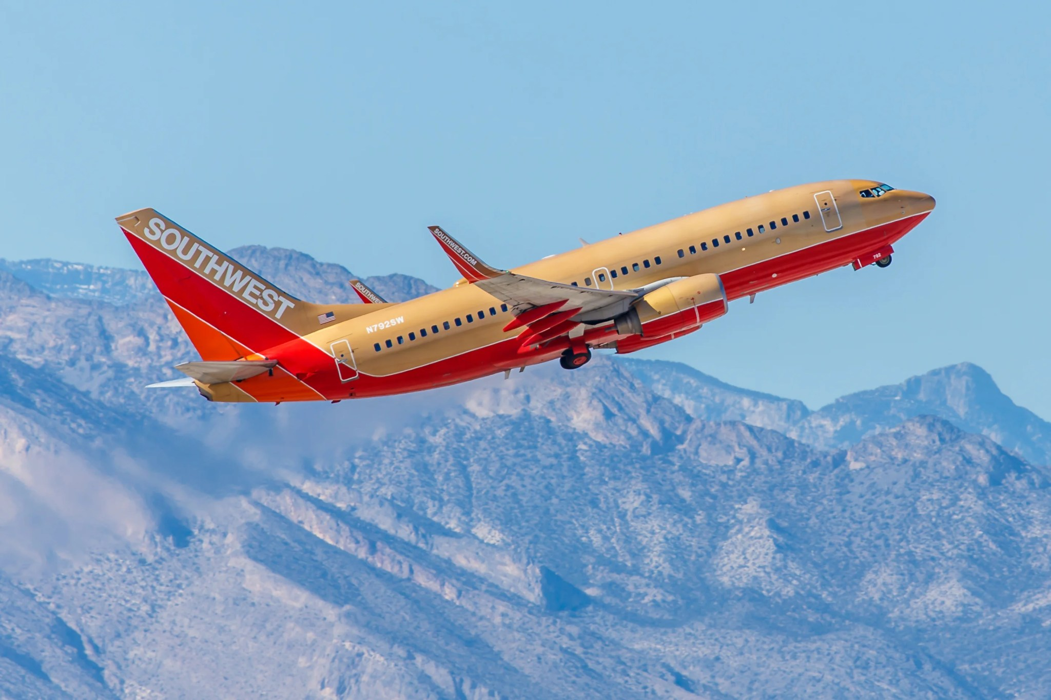 See the Best Retro-Colored Planes in the Skies Today