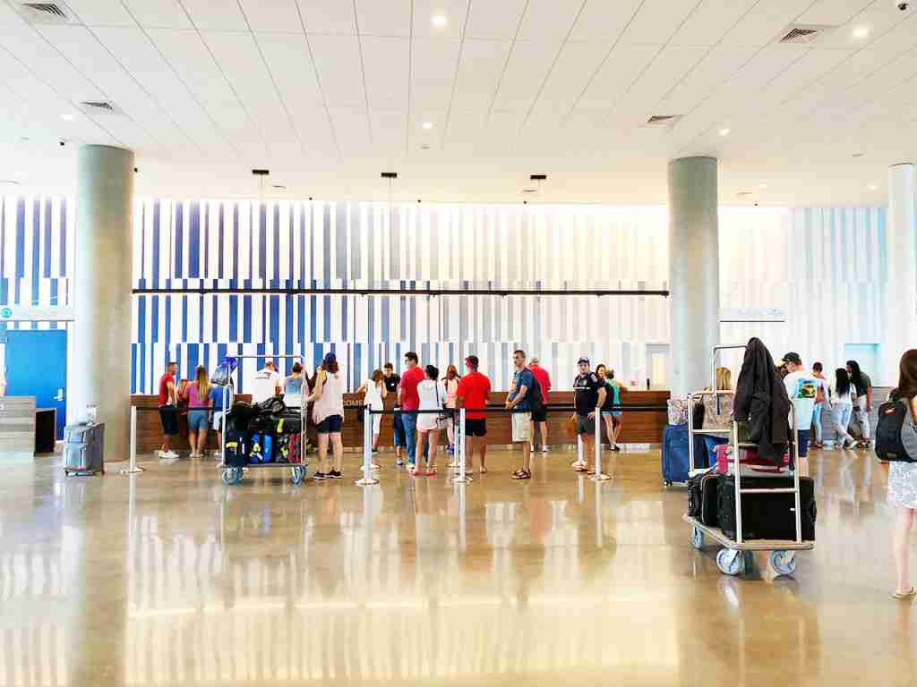 Universal Aventura Hotel Check-In (Photo by Summer Hull / The Points Guy)