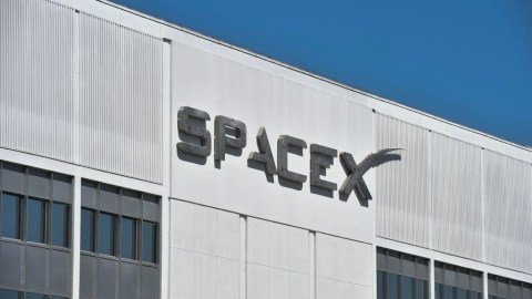 SpaceX Gets First Space Tourist for Flight Around the Moon