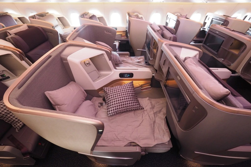 Where to Sit When Flying Singapore\'s A350-900ULR: Business Class
