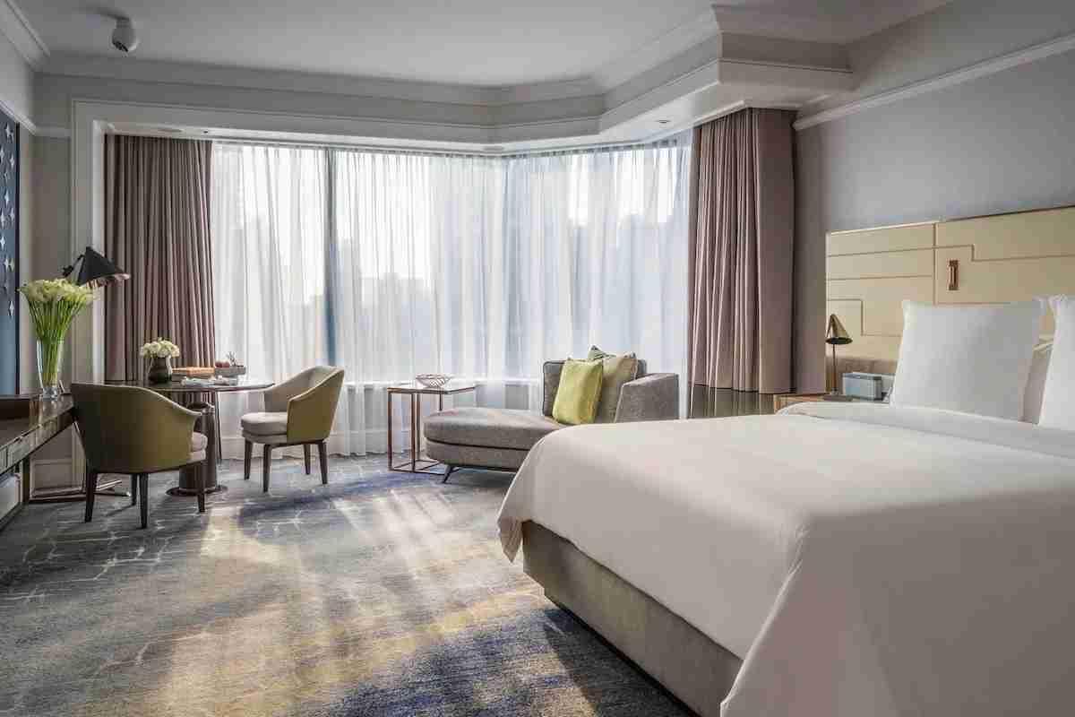 Photo courtesy of the Four Seasons Hotel Singapore.
