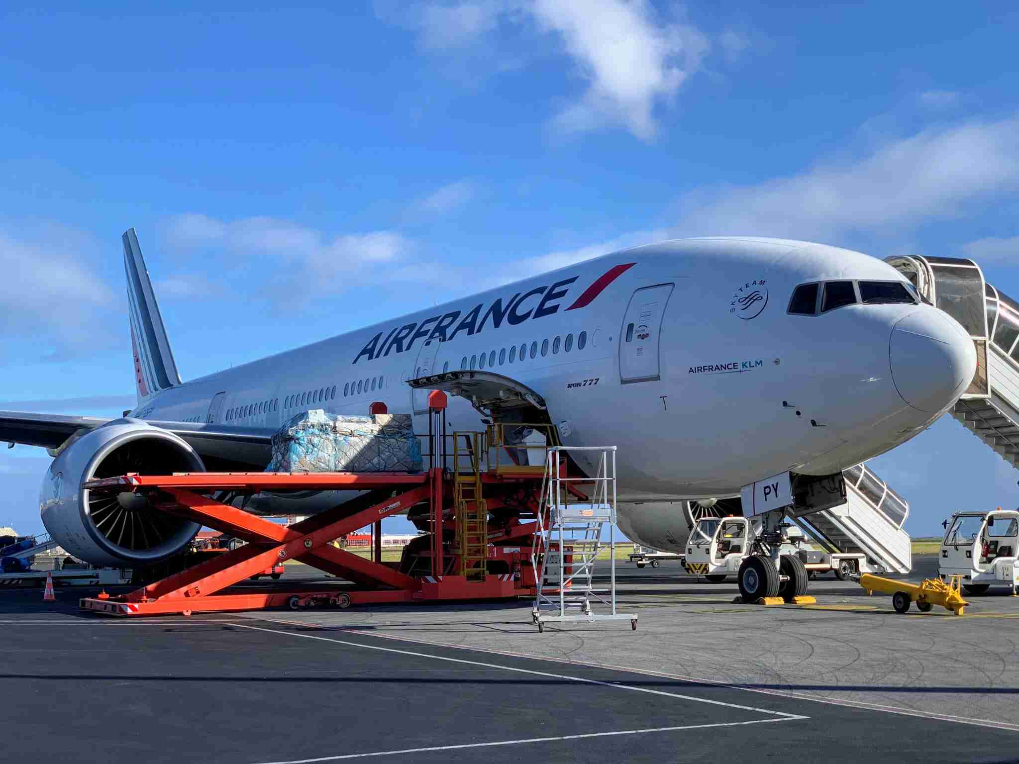 Air France Boeing 777-200 in PPT (loading)