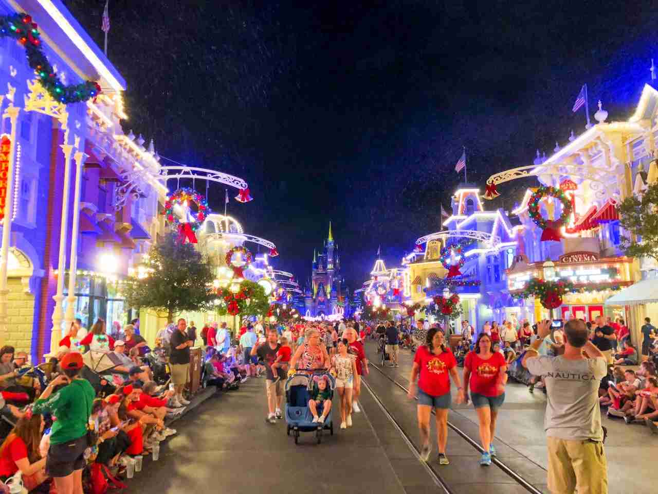 Disney at Christmas (Summer Hull / The Points Guy)